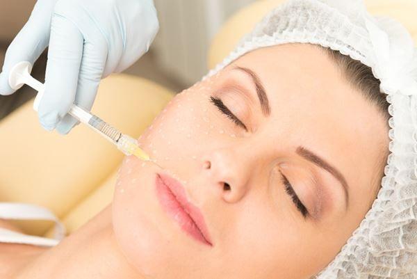 Tratamiento de rejuvenecimiento con rellenos faciales en Madrid