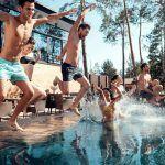 ¿Cómo afecta la piscina a piel, pelo y algunas dermatosis habituales?
