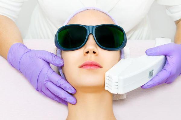 Dermatólogo especialista en luz pulsada intensa (IPL) en Madrid