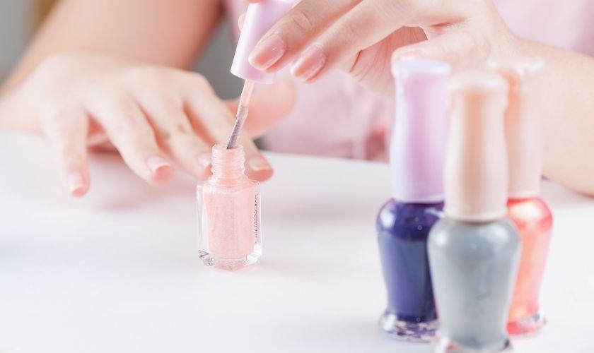 Manicura, cosmética de uñas y dermatología.