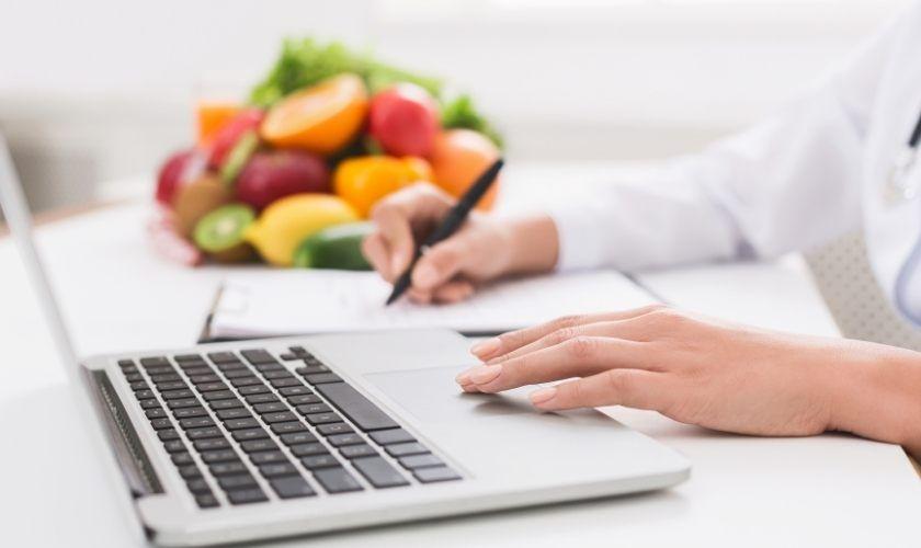 Estrategia nutricional en la psoriasis resumida en 6 puntos clave